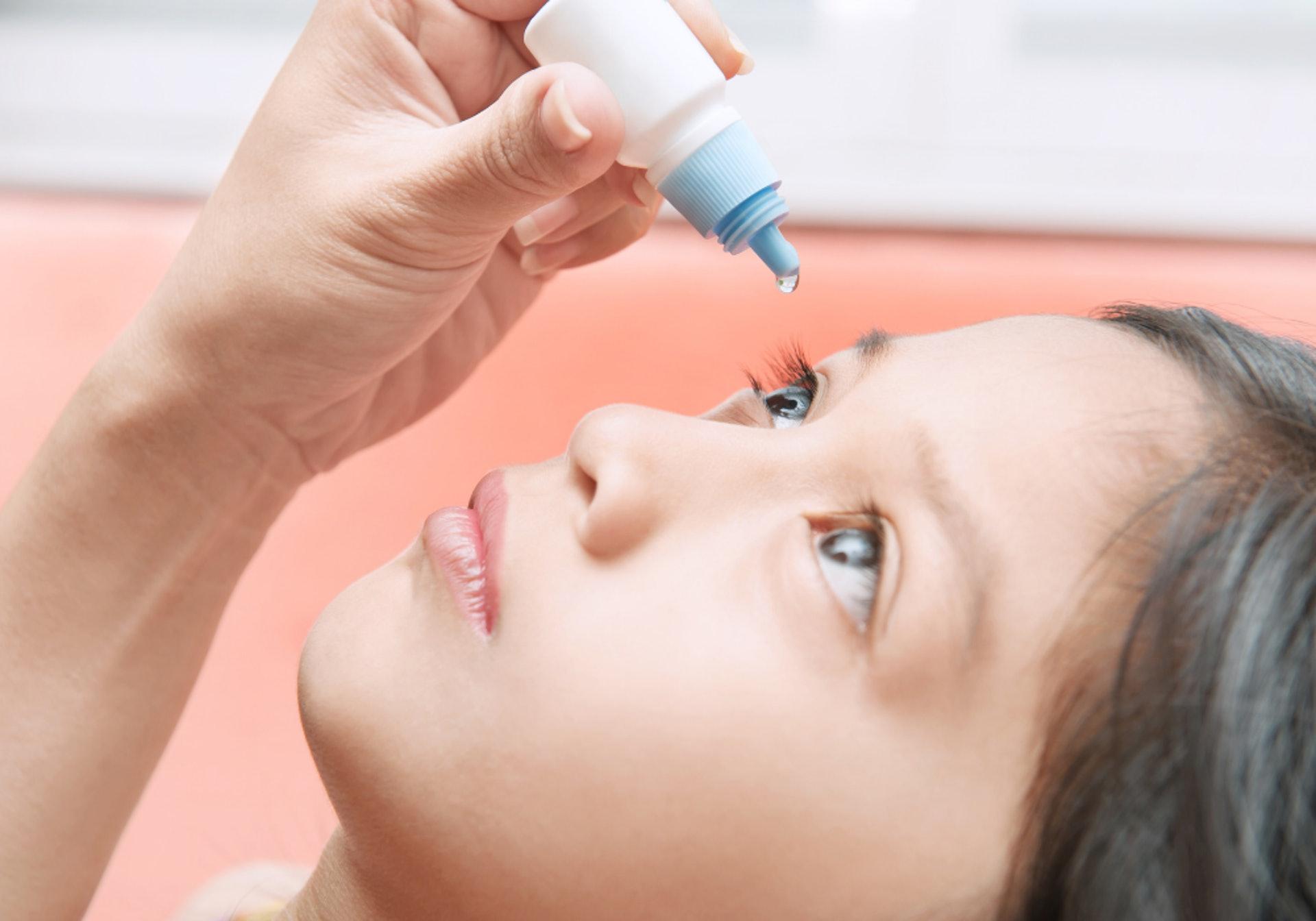 植睫毛有可能會引起眼表面敏感、結膜發炎或角膜潰瘍。(圖片:canva.com )