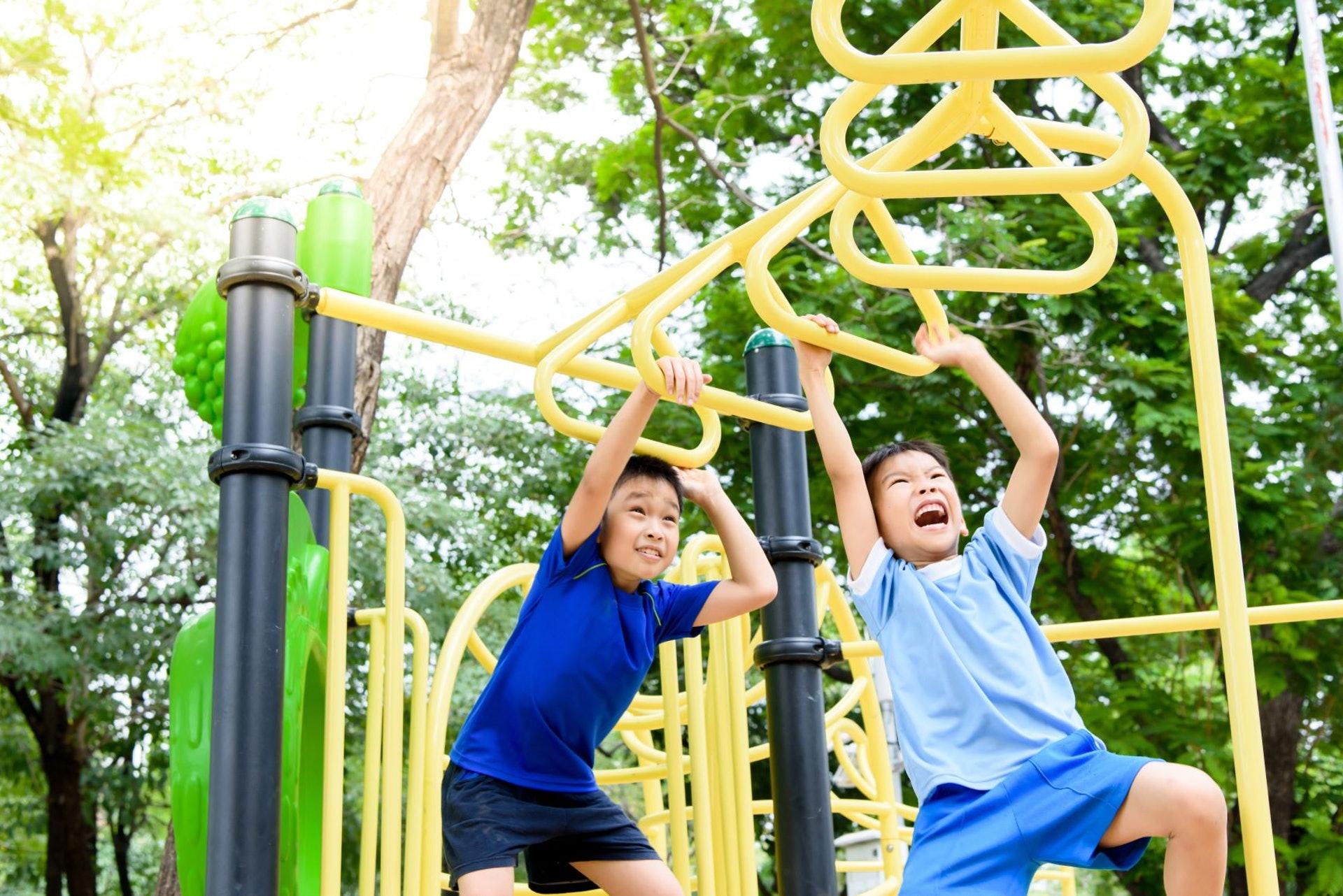 小朋友戶外活動後出汗多、溫度高,易惹蚊叮蟲咬。(圖片:Shutterstock)
