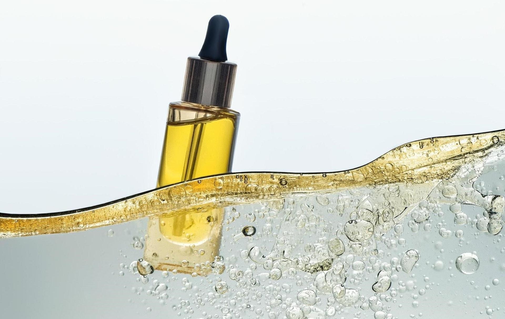 使用護膚品緊記「先水後油」,不但延長保濕,而且加強表皮的吸收速度。(圖片:Mireille)