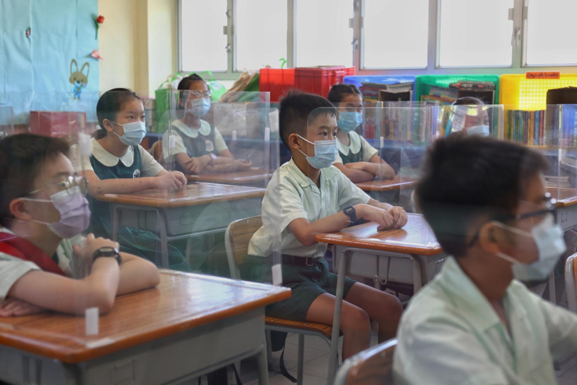 根據教育局最新公布的《小學概覽》,新學年全港官立及津貼小學班數比去年大減62班。(資料圖片)