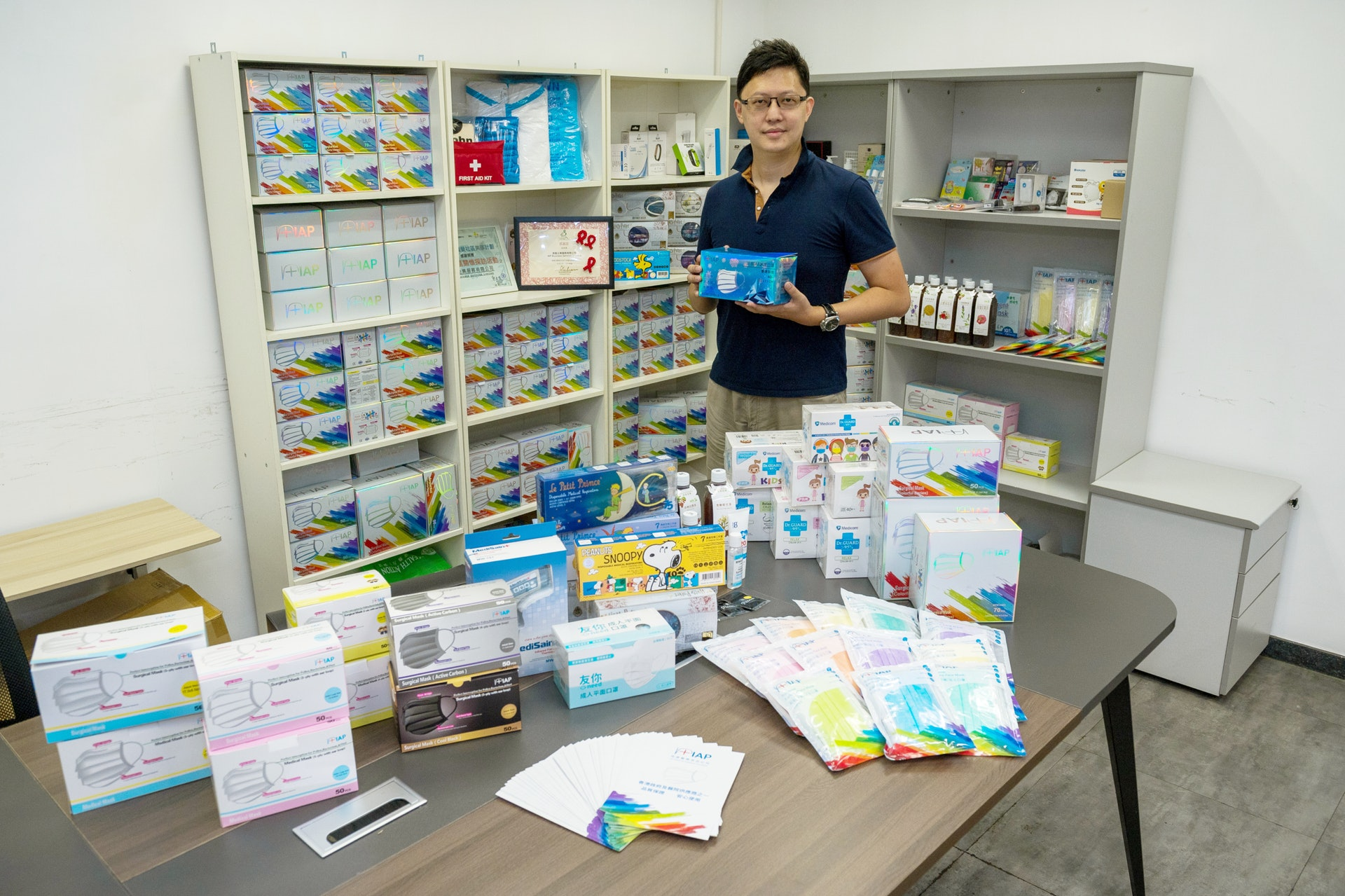 IAP醫院管理局及多間公、私營機構直接供應口罩和防護產品,服務香港超過14年,品質具保證。(圖片:醫師Easy拍攝)