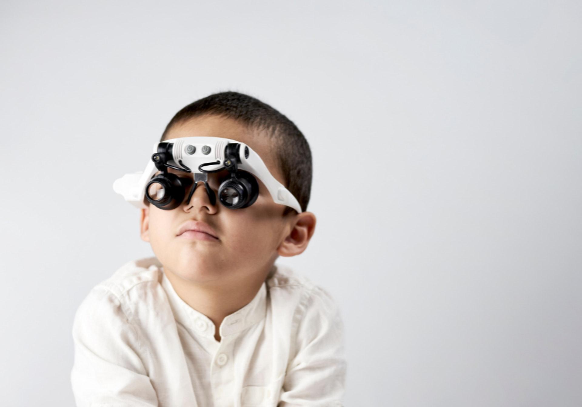 刻意把眼鏡度數配不足,或是不配眼鏡,都會令近視加速惡化。(圖片:shutterstock)