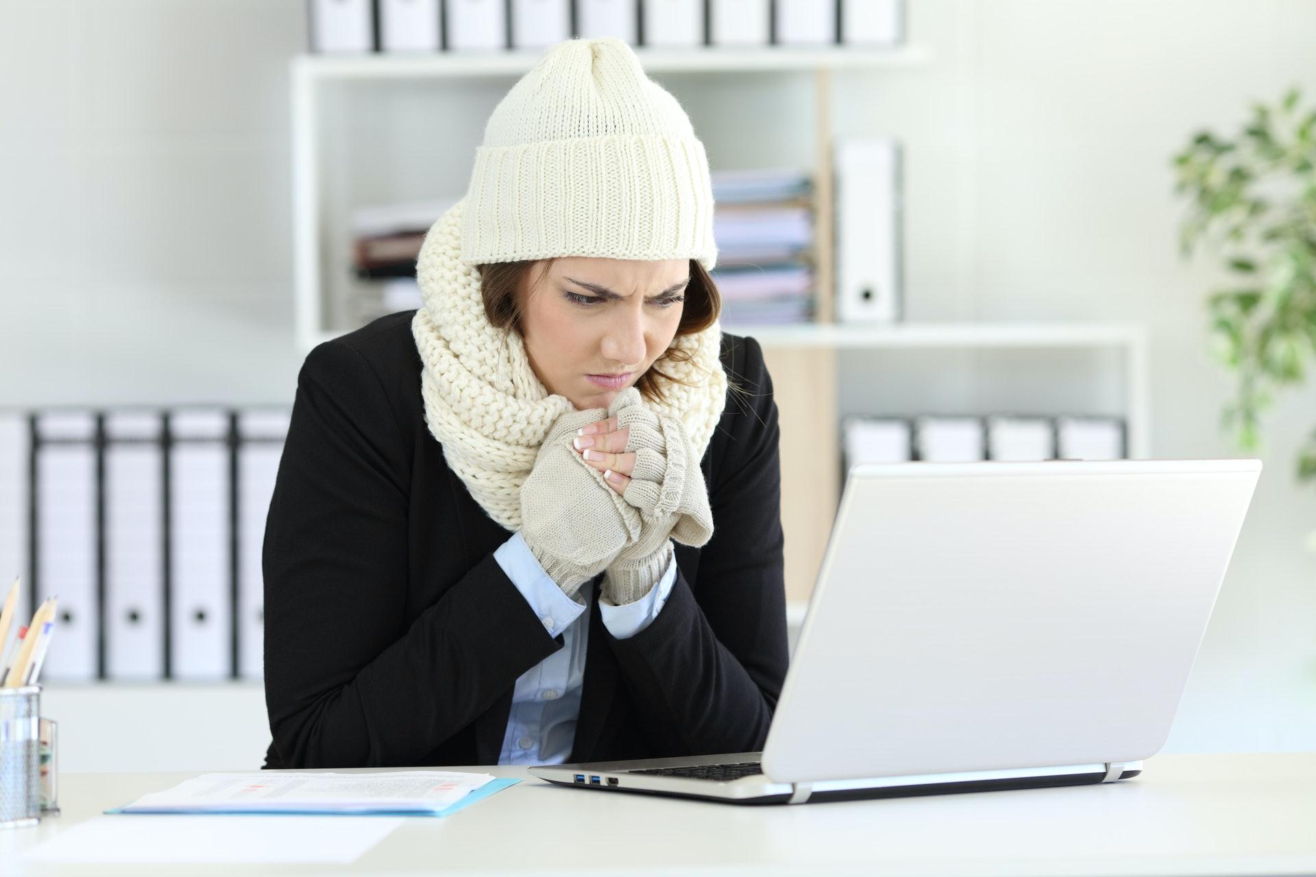 陽虛者會比常人更怕冷,不論季節都經常手腳冰冷。(圖片:ShutterStock)