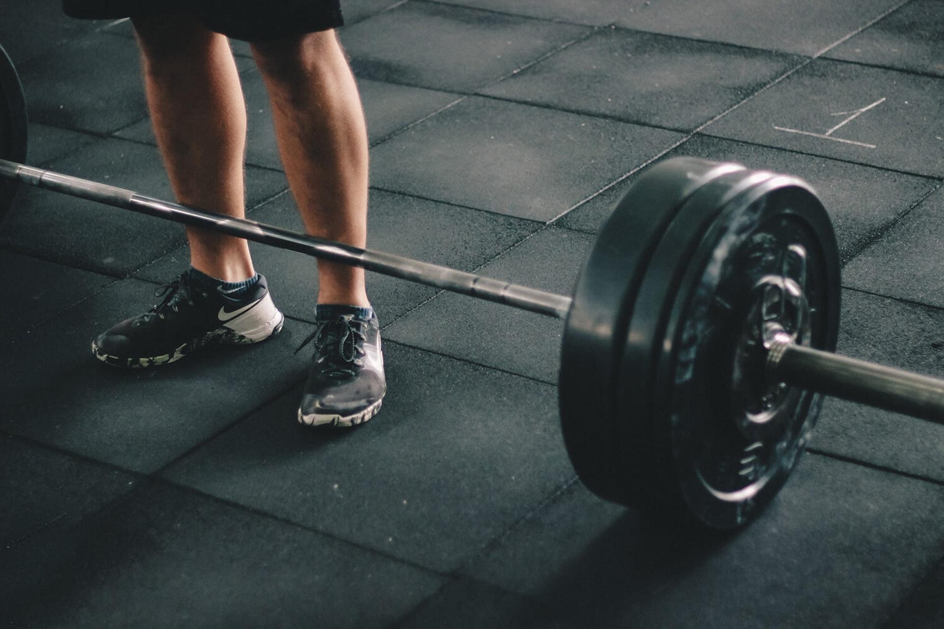 重訓是提高身體靜態代謝率的關鍵之一。(圖片:Pinterest)
