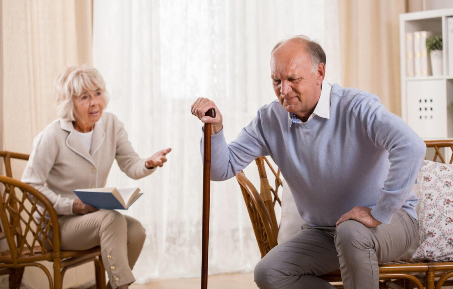 平常所說的「老人家風濕」,其實大多是「退化性關節炎」,因韌帶、肌腱過度使用或長期使用不當所致,45歲以上人士是高危人士。(圖片:google)