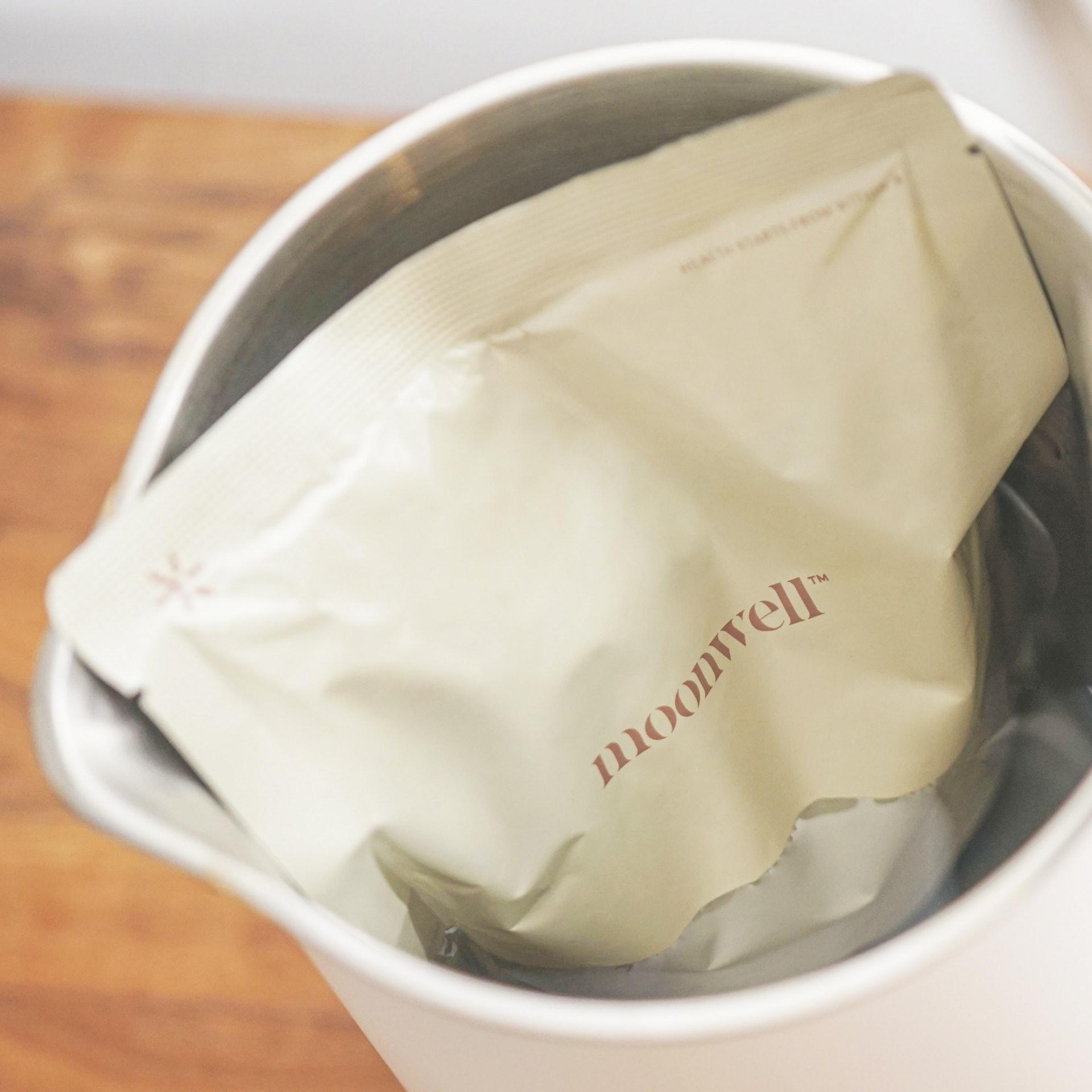 只需將整個湯包放入沸水中原包加熱3至4分鐘,即可飲用美味燉湯。(圖片:moonwell)