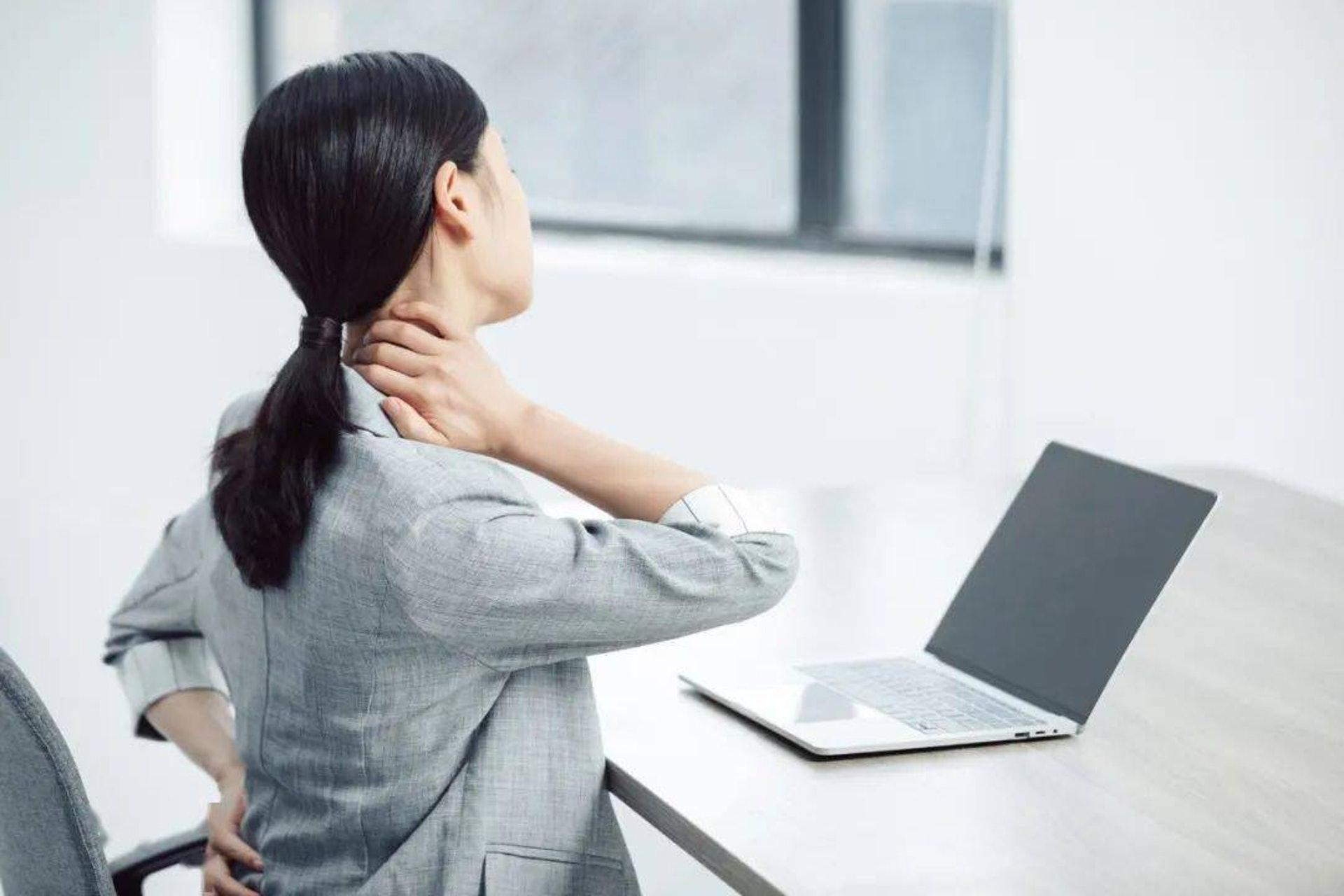 每天坐超過六小時,患病機率將會大增,早死風險亦會提升25%。(圖片:Shutterstock)
