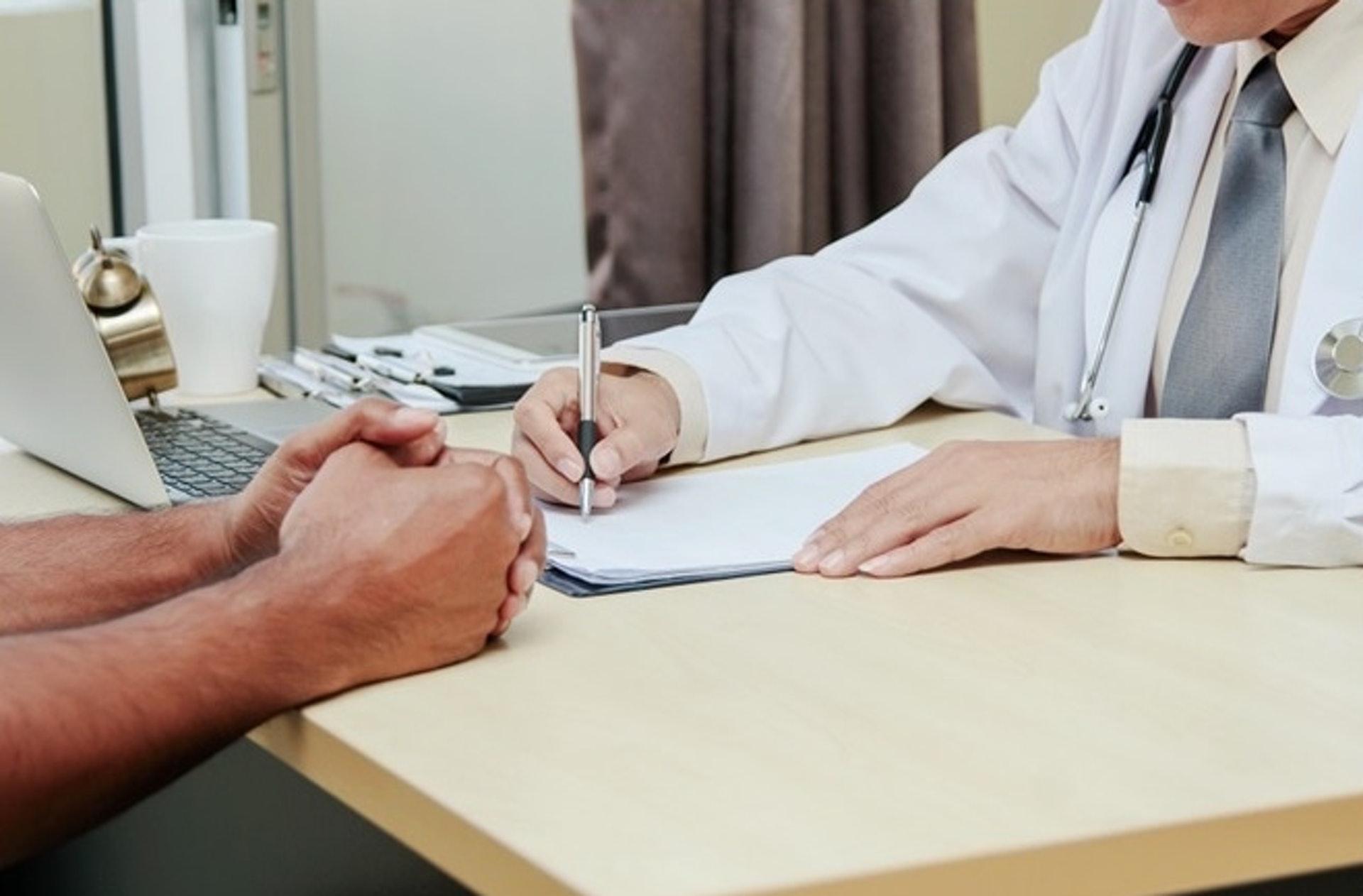 肛門瘻管只能靠手術治療。醫生會考慮瘻管的數目及嚴重程度選擇手術方式,並盡量減少手術對括約肌的影響。(圖片:Freepik)