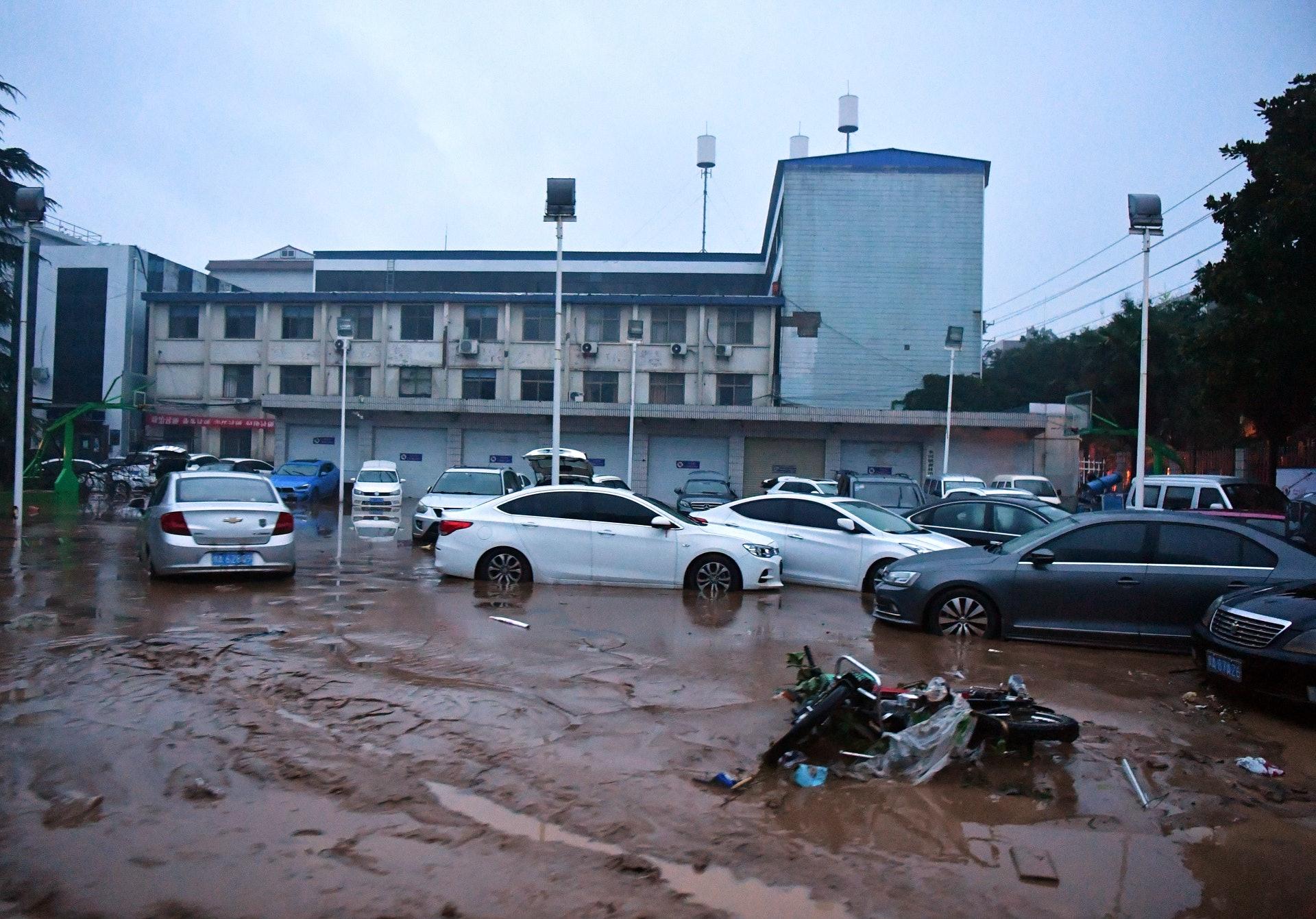 7月20日,河南省鞏義市米河鎮鎮區遭暴雨襲擊。(新華社)