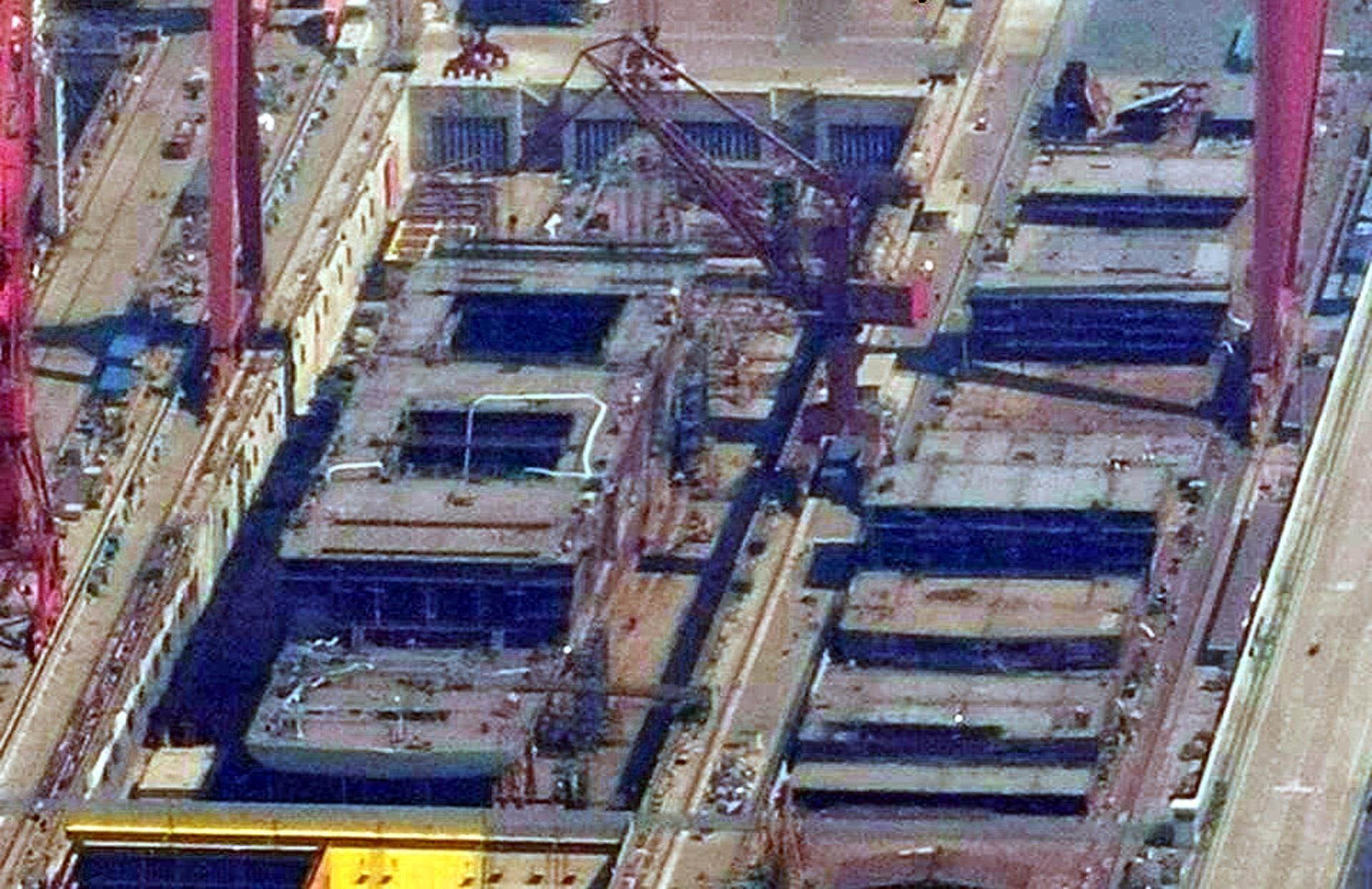 """中国003号航母卫星照曝光 被称""""中国版福特级航母"""""""