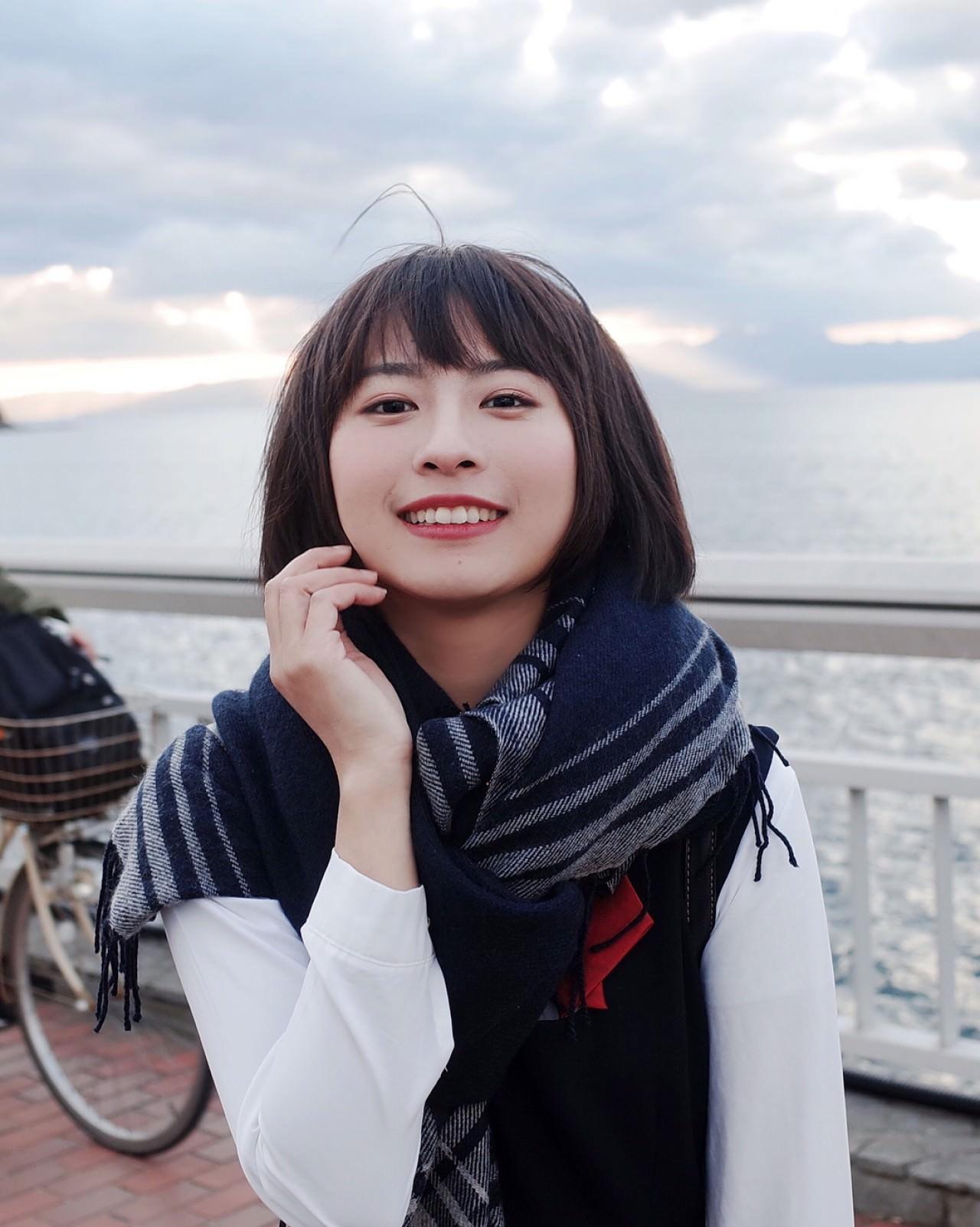 龍夢柔 上海女大學生龍夢柔(左)的造型打扮激似日本藝人新垣結衣。(左圖:龍夢柔IG;右圖:網上圖片)