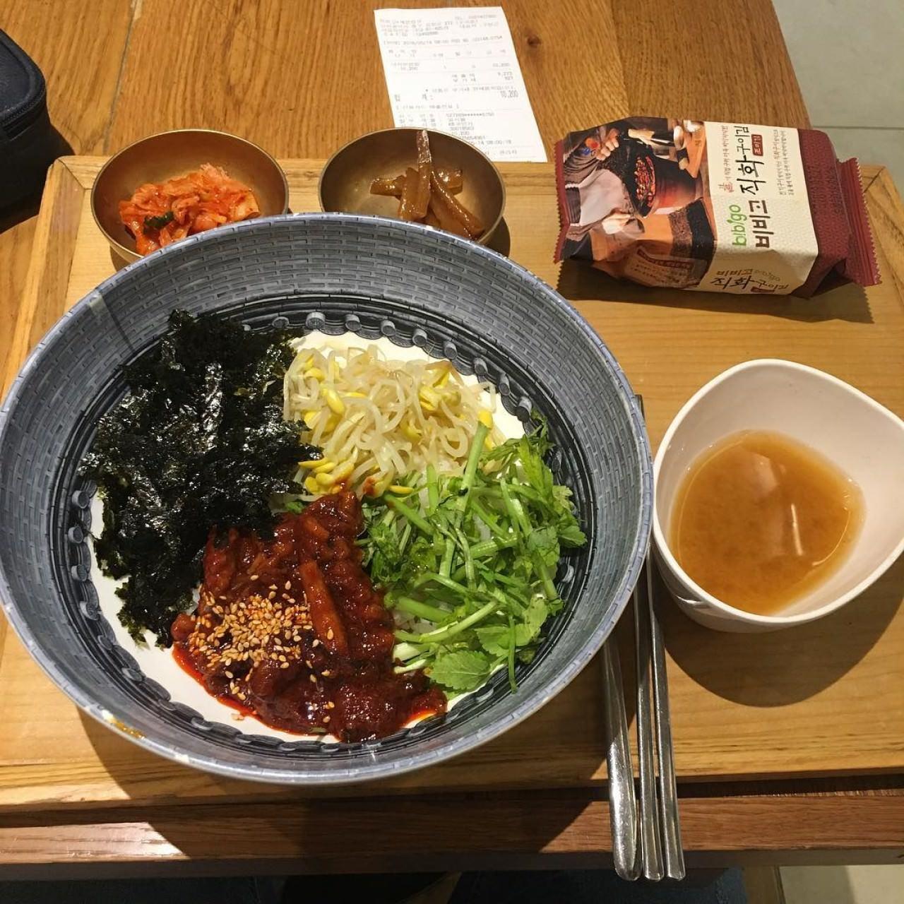 連韓國人也很喜愛Bibigo的拌飯。(IG@daily_foodinsta)