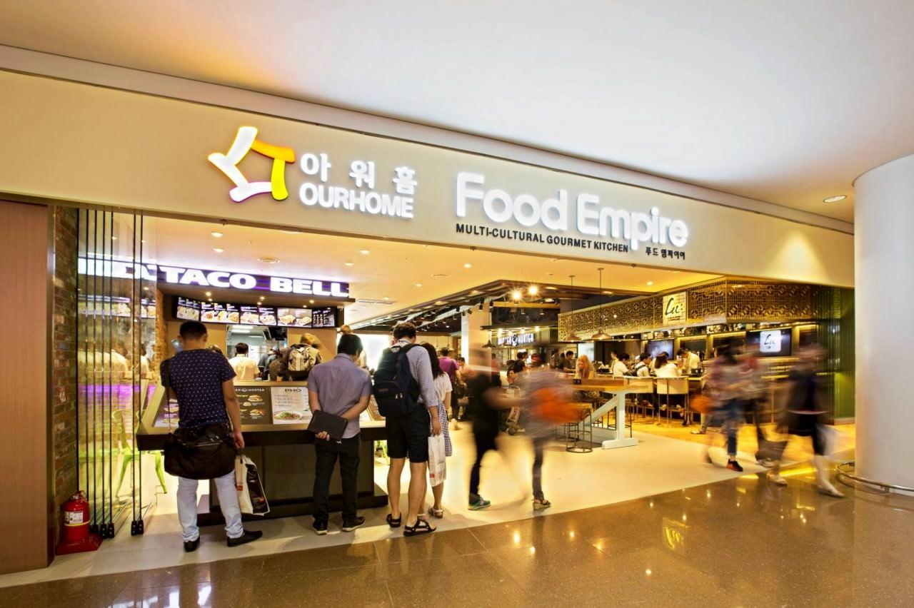 Food court內有各國美食,種類包羅萬有。