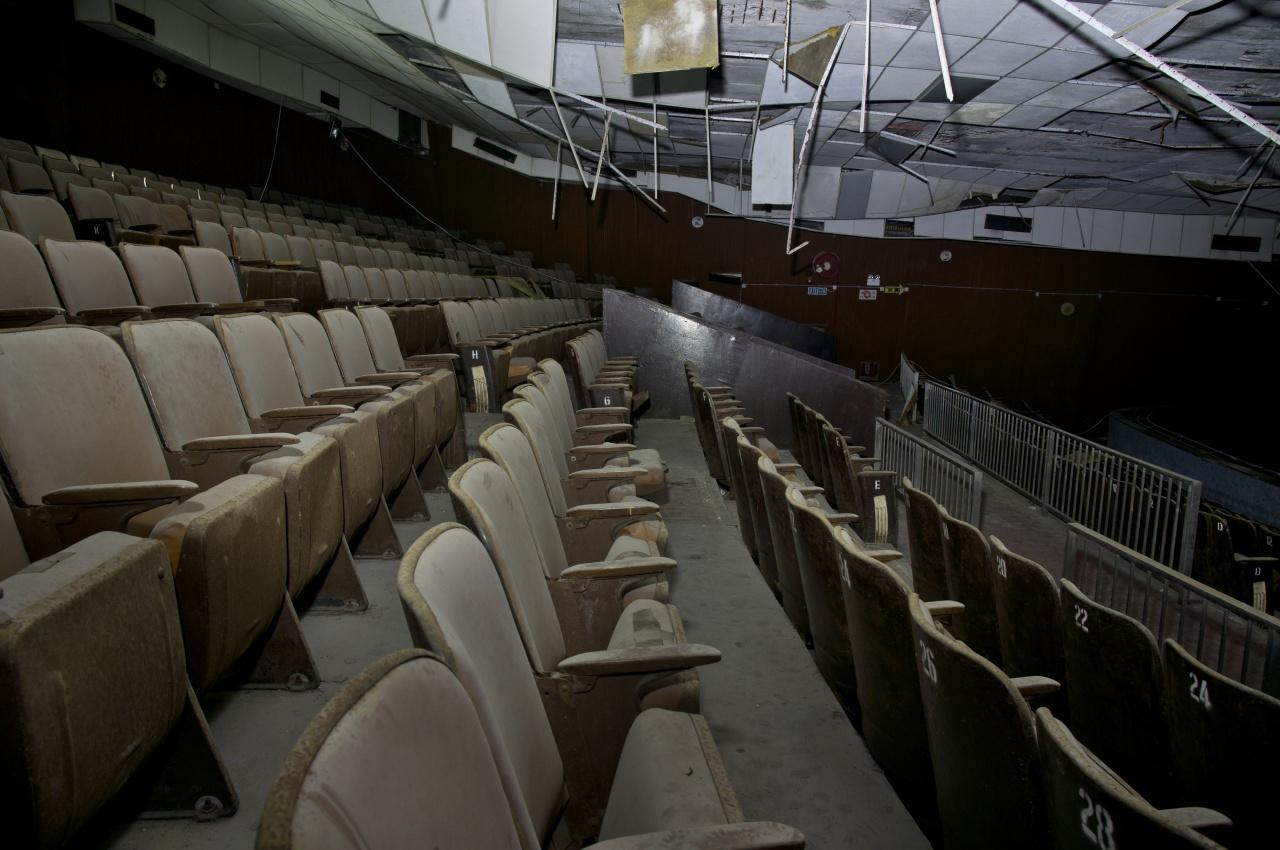 荒廢十多年的金茂坪戲院。(廢墟攝影師Sing Chan提供)