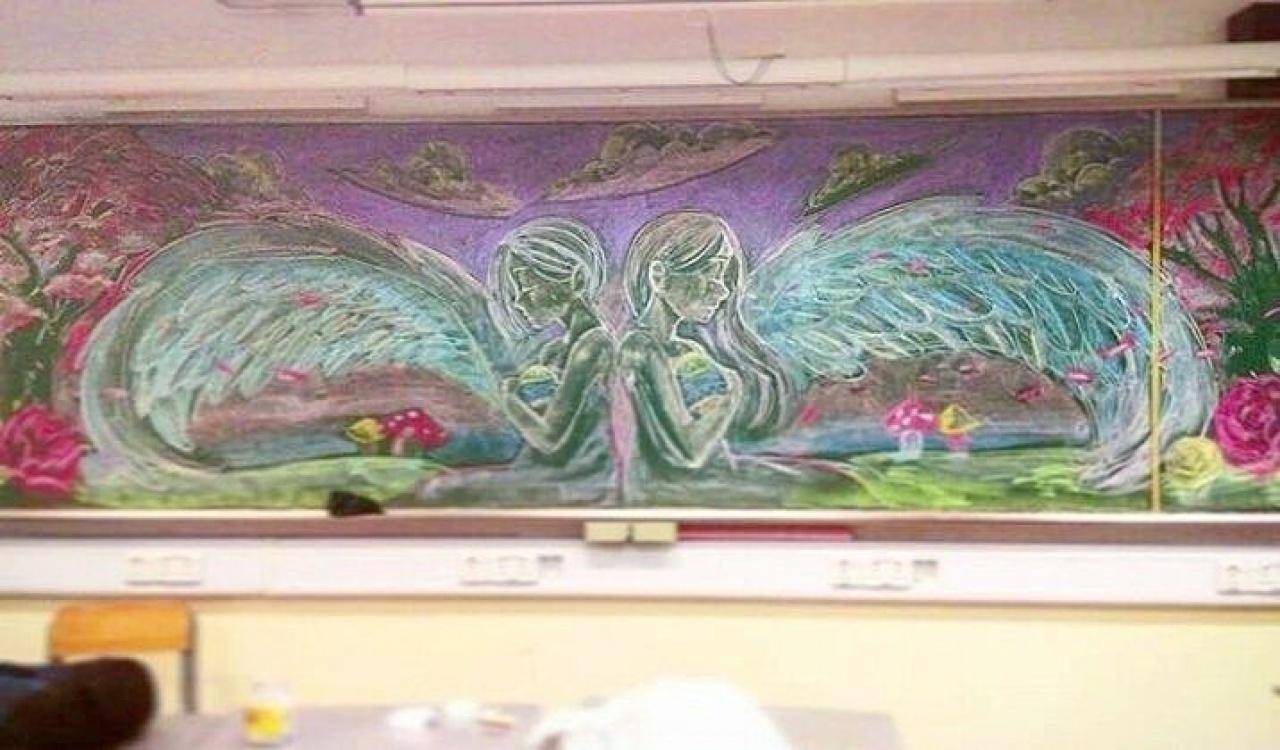 Vivian和Kelly的第一幅黑板畫《Wings》。(Illusdreamer圖片)