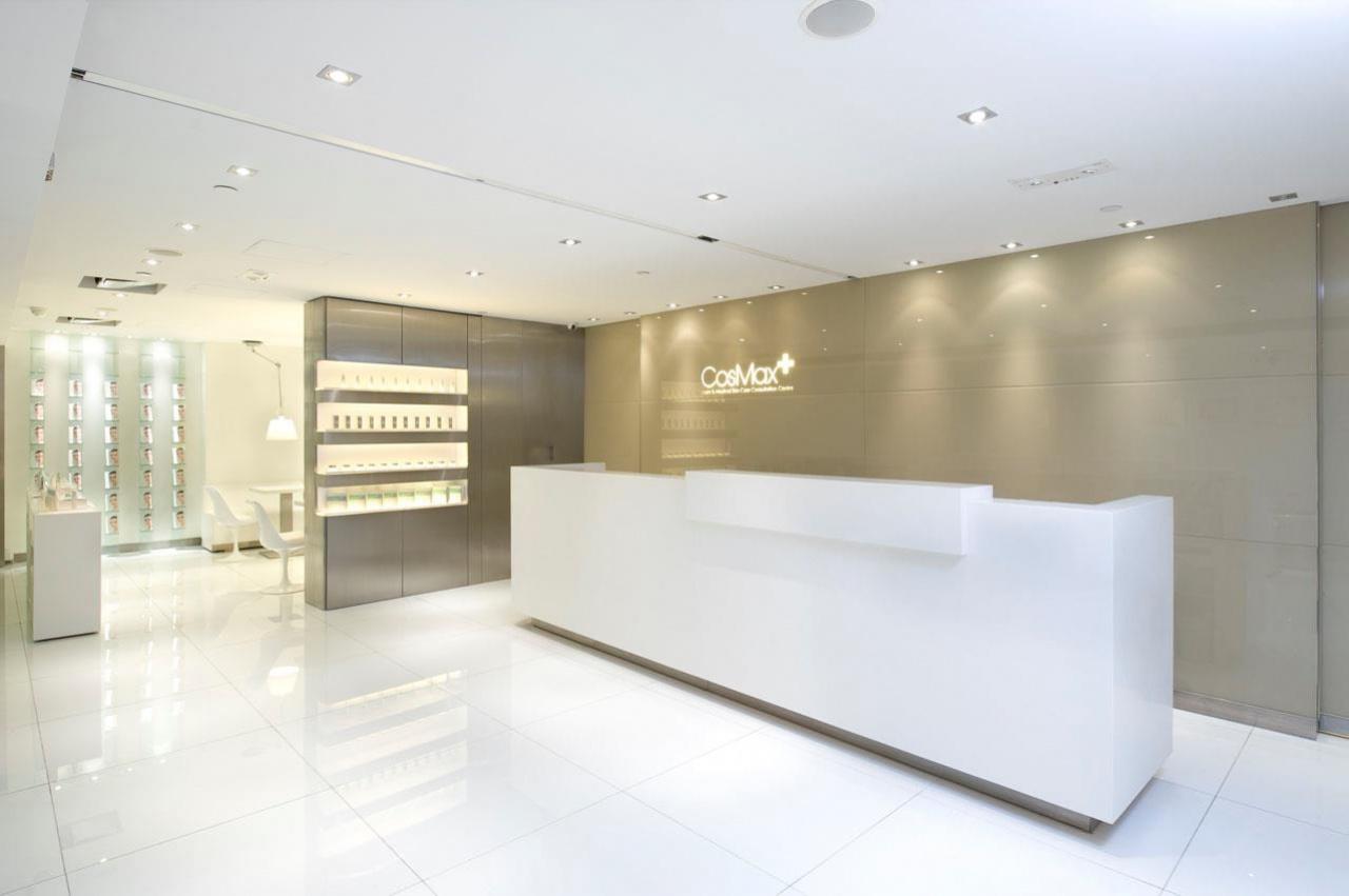 卓珈控股旗下兩間醫學美容公司位於銅鑼灣及中環,大走高檔路線。﹙CosMax  facebook﹚