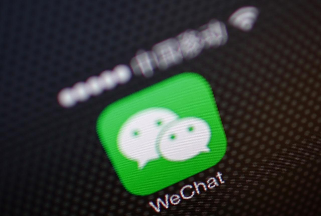 iPhone十岁遇腾讯「挑机」微信推小程序恐改写App Store生态