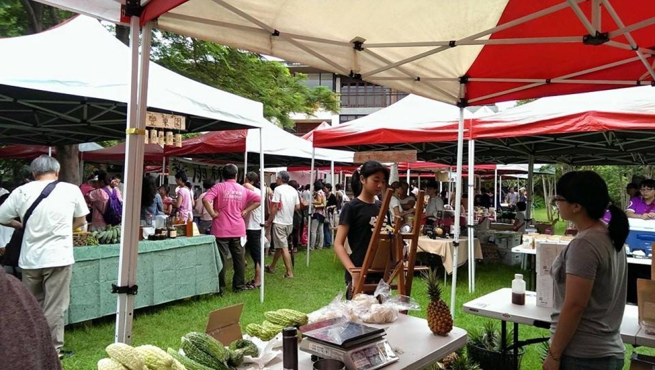 台灣的社區農業市集發展得相當具規模,直接連絡農夫和消費者。(合樸農學市集FB)