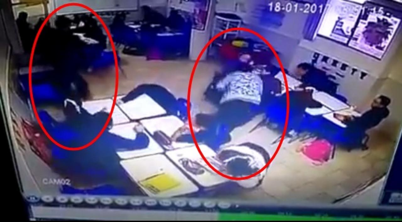 女教師中槍倒地。(互聯網)