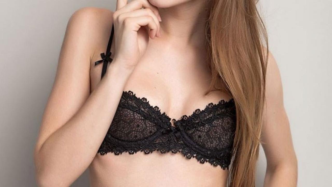 女生總追求豐滿效果,但如果配戴不當胸圍,更可能會讓胸部愈戴愈平。 (圖片來源﹕Kaurslaurel〉