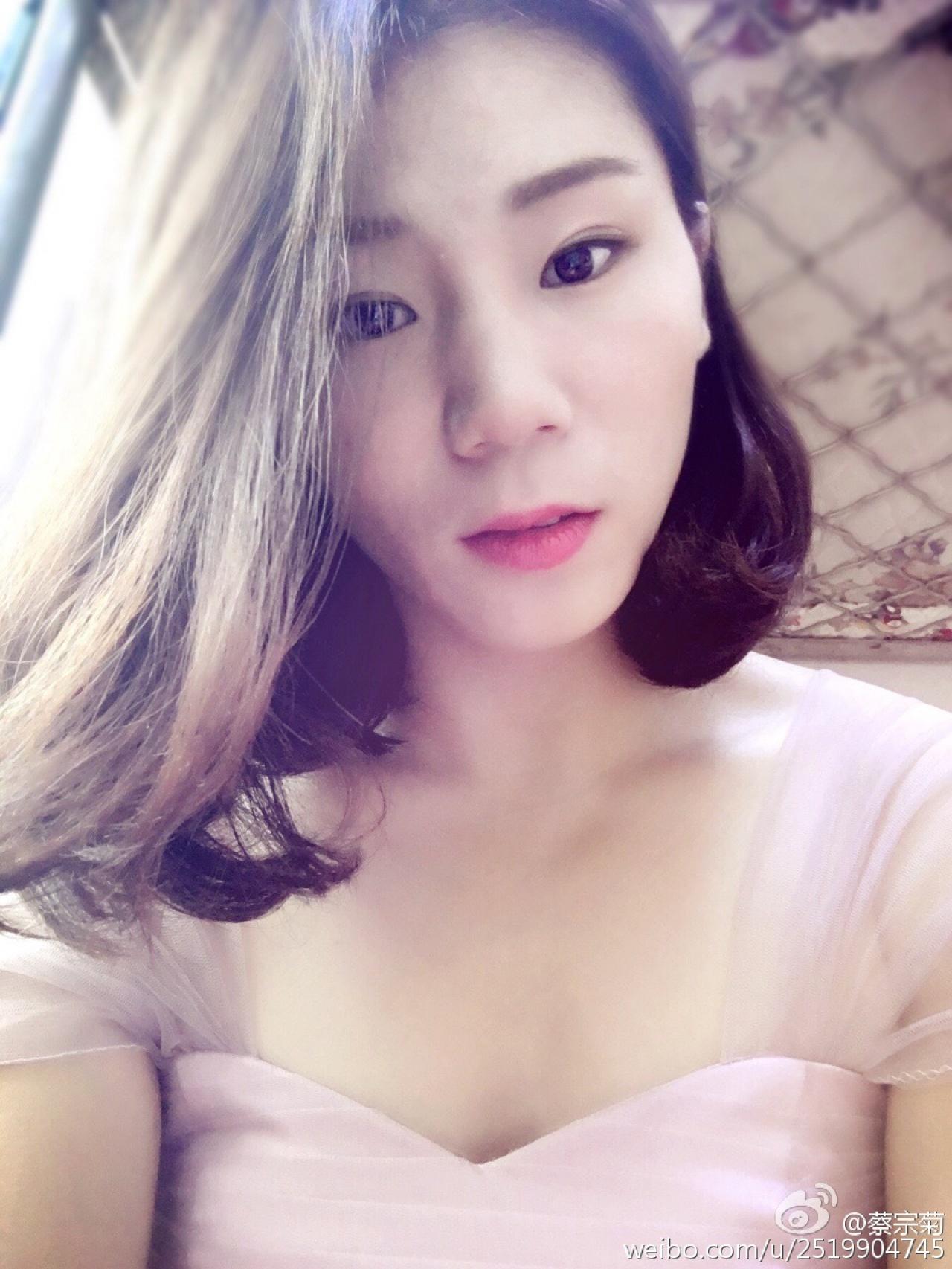 蔡宗菊十分愛美,經常在微博上載自拍照。(蔡宗菊微博)