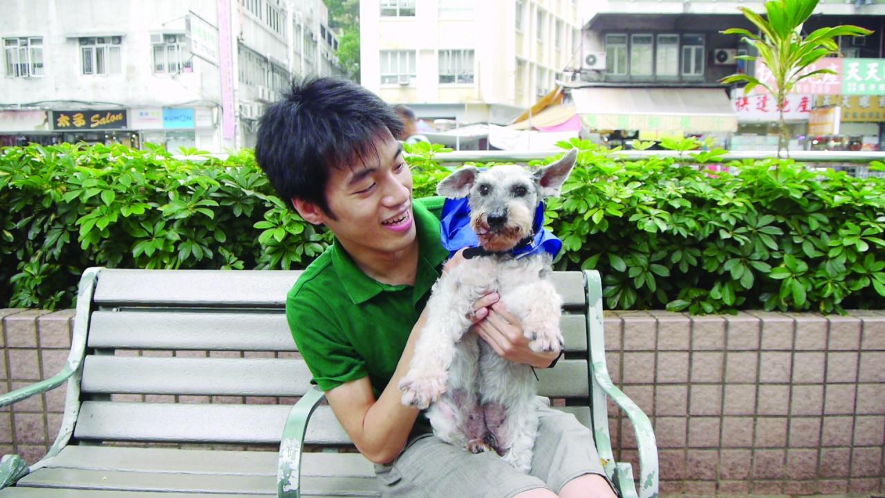 創辦人杜淦煒是愛狗之人,愛犬莎莎去世後,決定成立義工狗狗巴士,幫助狗主實現人狗同樂。(99bus 狗狗巴士提供)