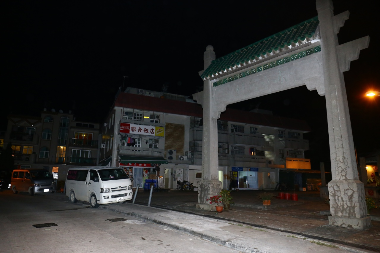警方接報後,認為事件令人髮指,早前已派員到赤立角村一帶搜查。 (魯嘉裕攝)