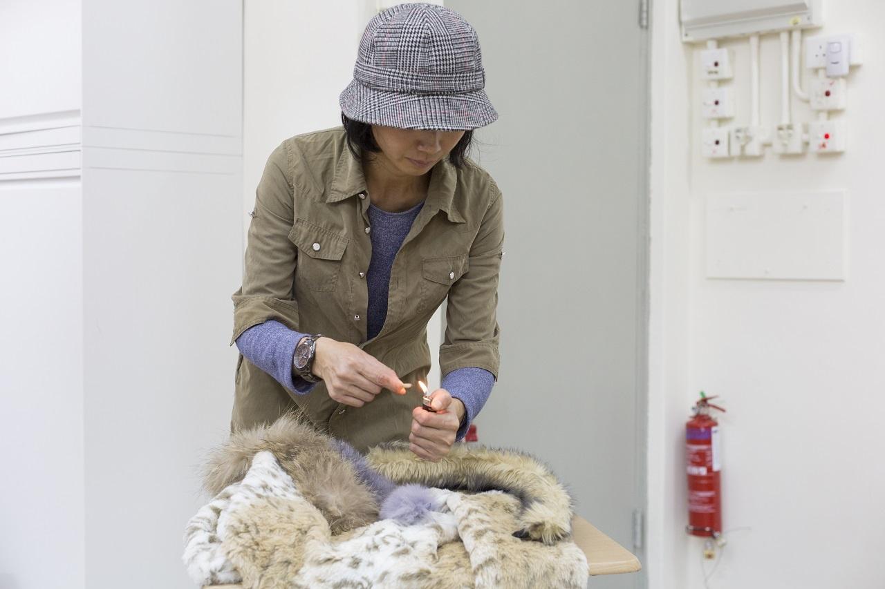 Phyllis鼓勵大家真假毛都不要用。「你穿着毛毛衣出街,旁人難以分辨真假,但彷彿營造一種時尚潮流。」(江智騫攝)