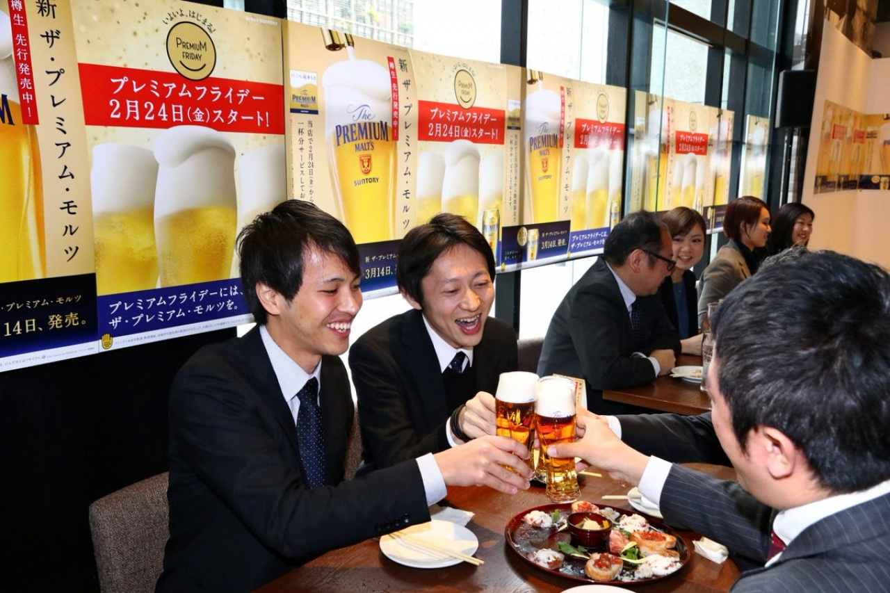 由日本政府牽頭,加上百貨店協會、連鎖店協會,以及各大企業遊說之下,現已有3930間企業參與「Premium Friday」計劃。(網上圖片)