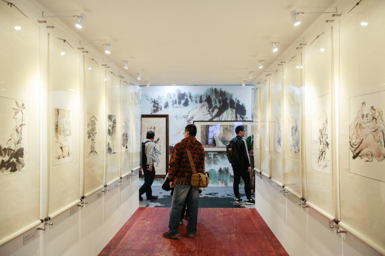 展覽分「大俠足跡、「金庸的武俠世界」、「影視和文娛世界的金庸現象」,以及「百年一金庸」4個主題。(林若勤攝)