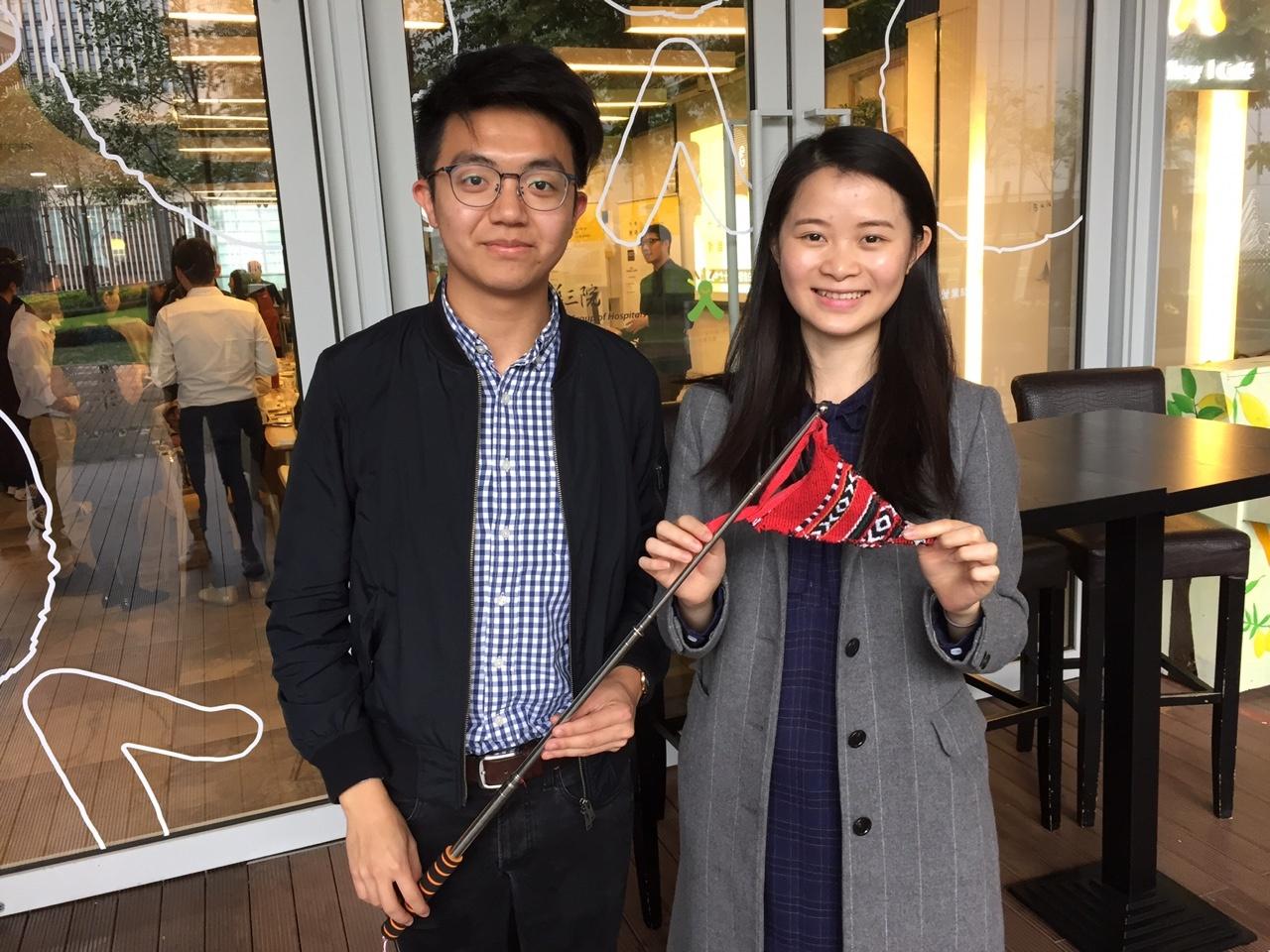 社企「街坊帶路」創辦人譚健樂(圖左)與劉錦英(圖右)期望透過由居民作導遊,分享個人故事,讓參與者更深入了解香港。(王丹麟攝)