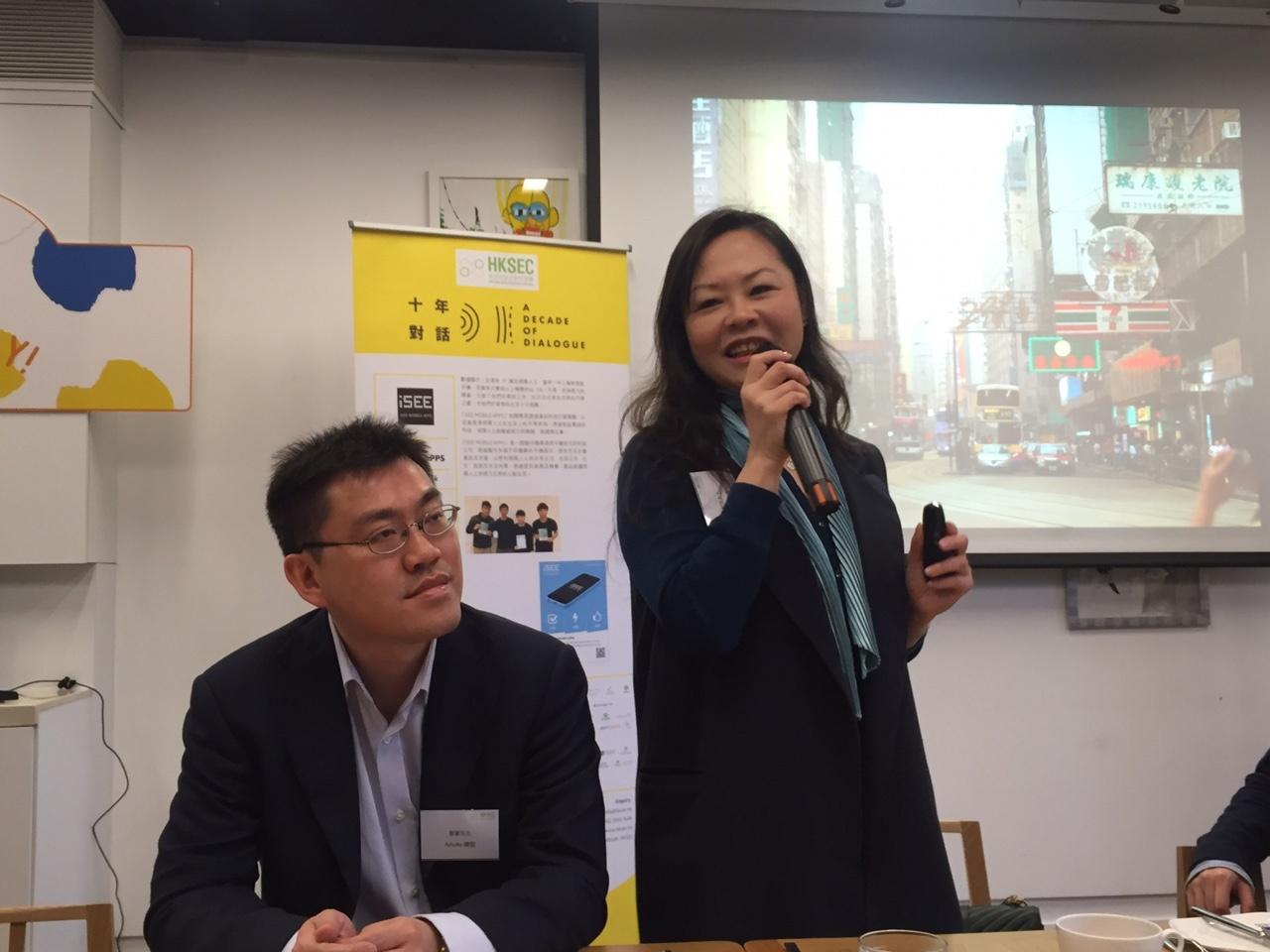 香港社企挑戰賽項目總監徐苑思(圖右)建議由政府牽頭,帶領其他大型企業投資或借貸予社企發展。(王丹麟攝)