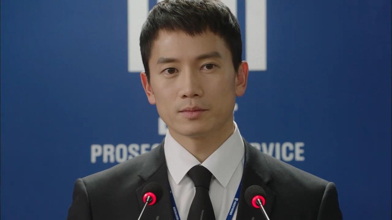《被告人》大結局,檢察官池晟向傳媒公布嚴基俊的各大罪狀!(網上截圖)