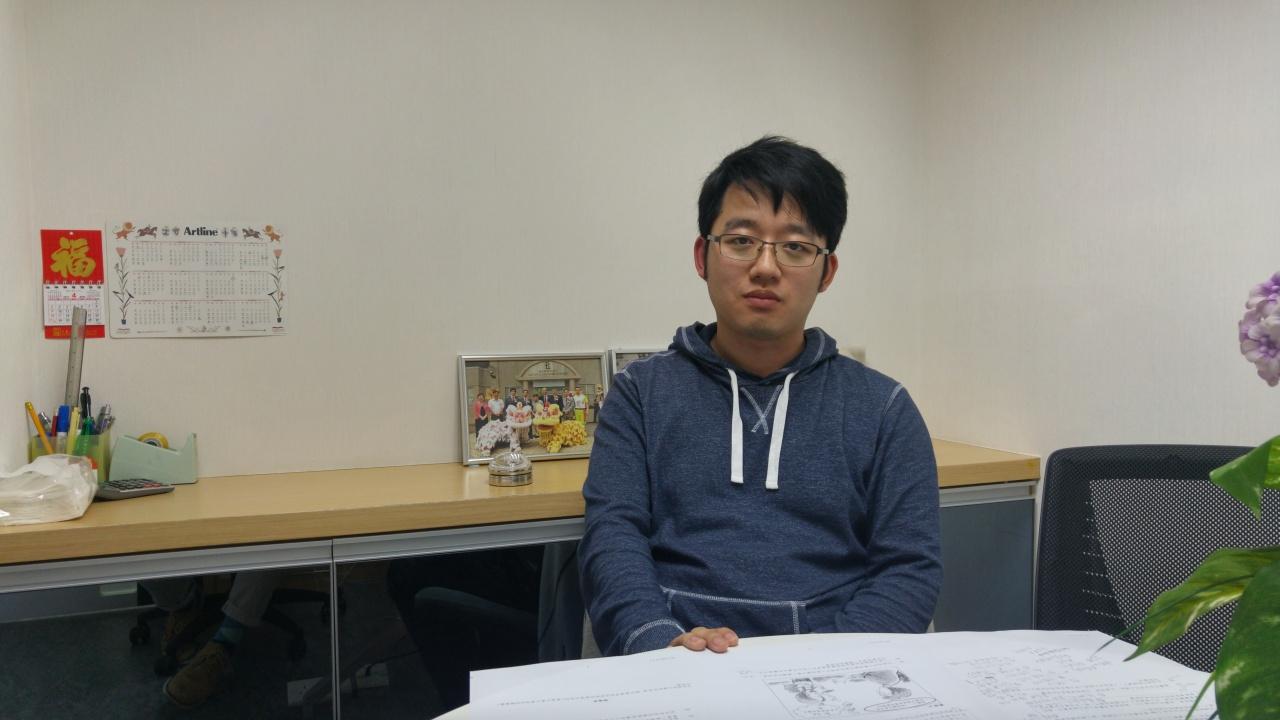 80後通識教師田方澤應考通識,同樣體會到學生難處:「原來我都會寫唔晒。」(何敬淘攝)