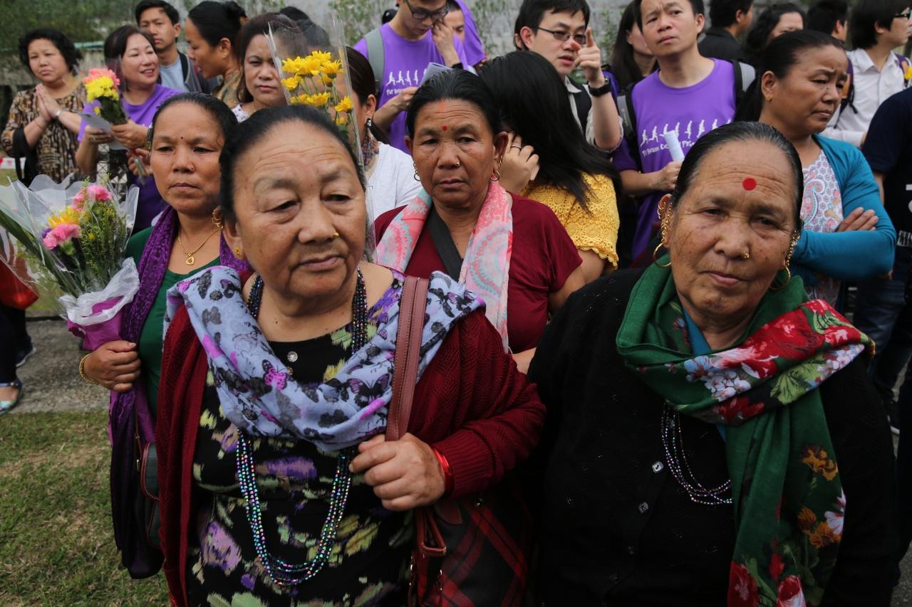 中國傳統節日清明節翌日,約300名尼泊爾人到「啹喀墳場」致意。(蔡正邦攝)