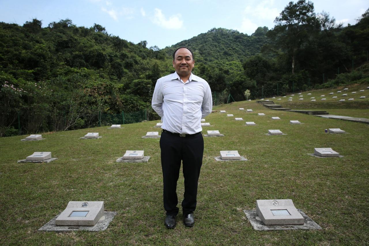 尼泊爾籍小學教師Rai Dev Raj,自2005年起舉行悼念啹喀兵儀式。(蔡正邦攝)