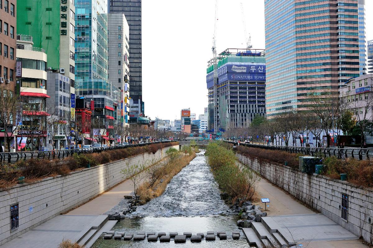 清溪川是李明博就任首爾市長期間最為代表的政績。(視覺中國)