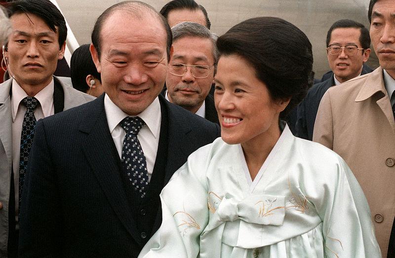 韓國前總統全斗煥(前左)及妻子。(維基百科)