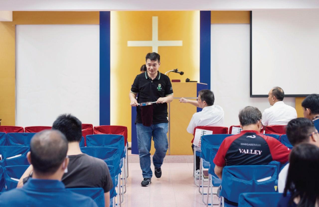 雷至江入島戒毒前,生活只有毒品與拆家,現時的圈子則以教會為主。